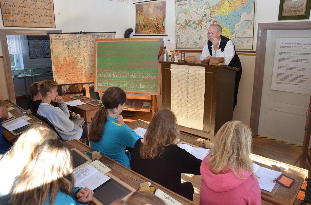 107 erste  SchülerInnen der neuen Grund- und Gesamtschule Lehnin