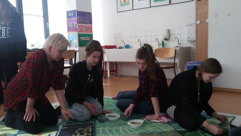 INSEK  Mosaikprojekt  Grün & Blau mit der Baukünstlerin Frau Blümer