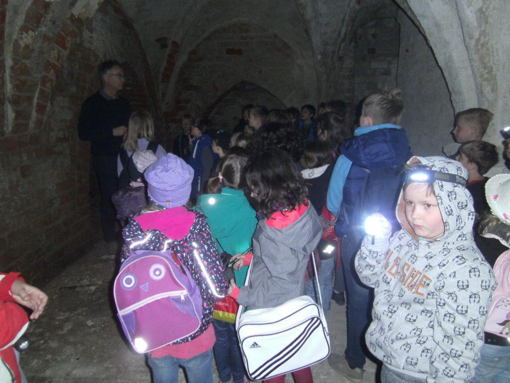 Taschenlampenführung im Klostergelände