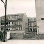 Marx und Engels auf einem Schulhof